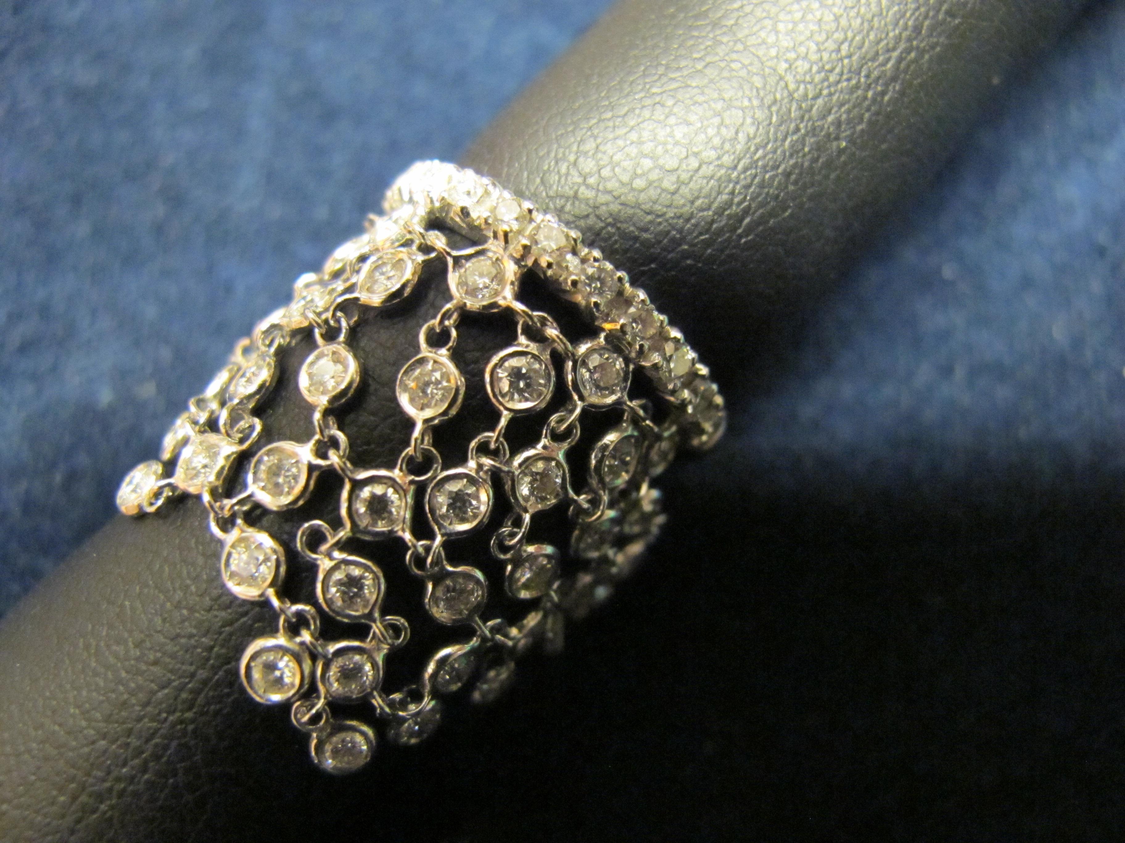anello oro bianco  mobile tipo pizzo con diamanti