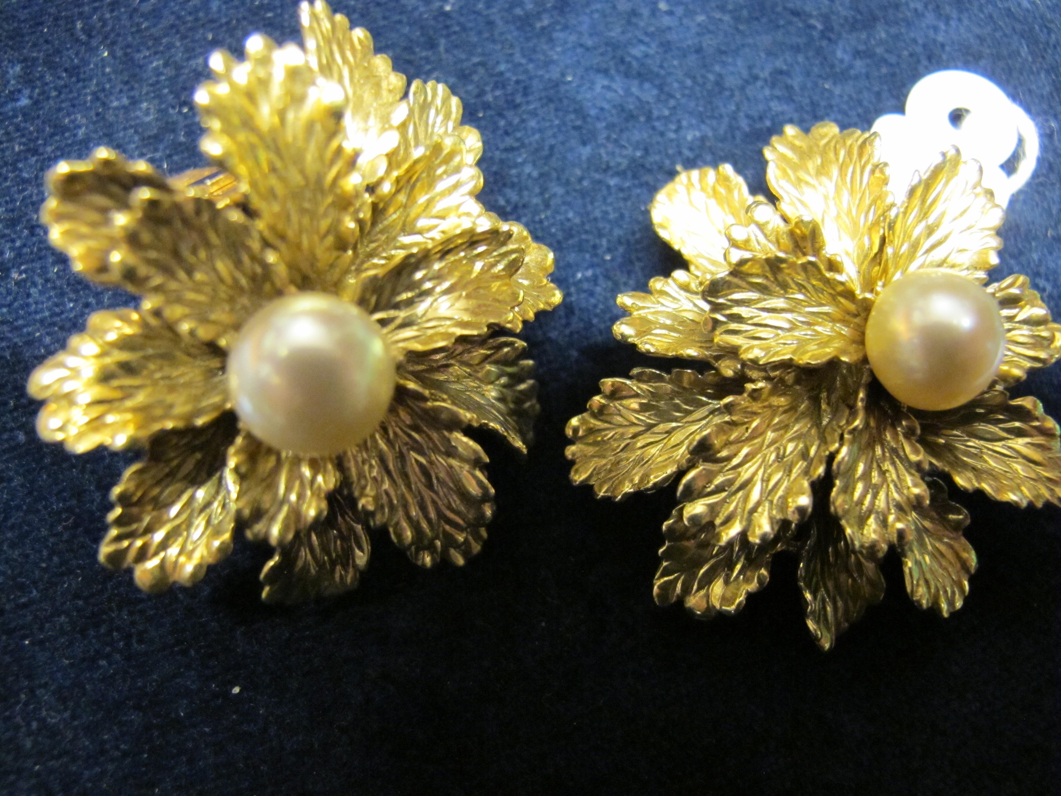 orecchini forma fiore con perla e oro giallo