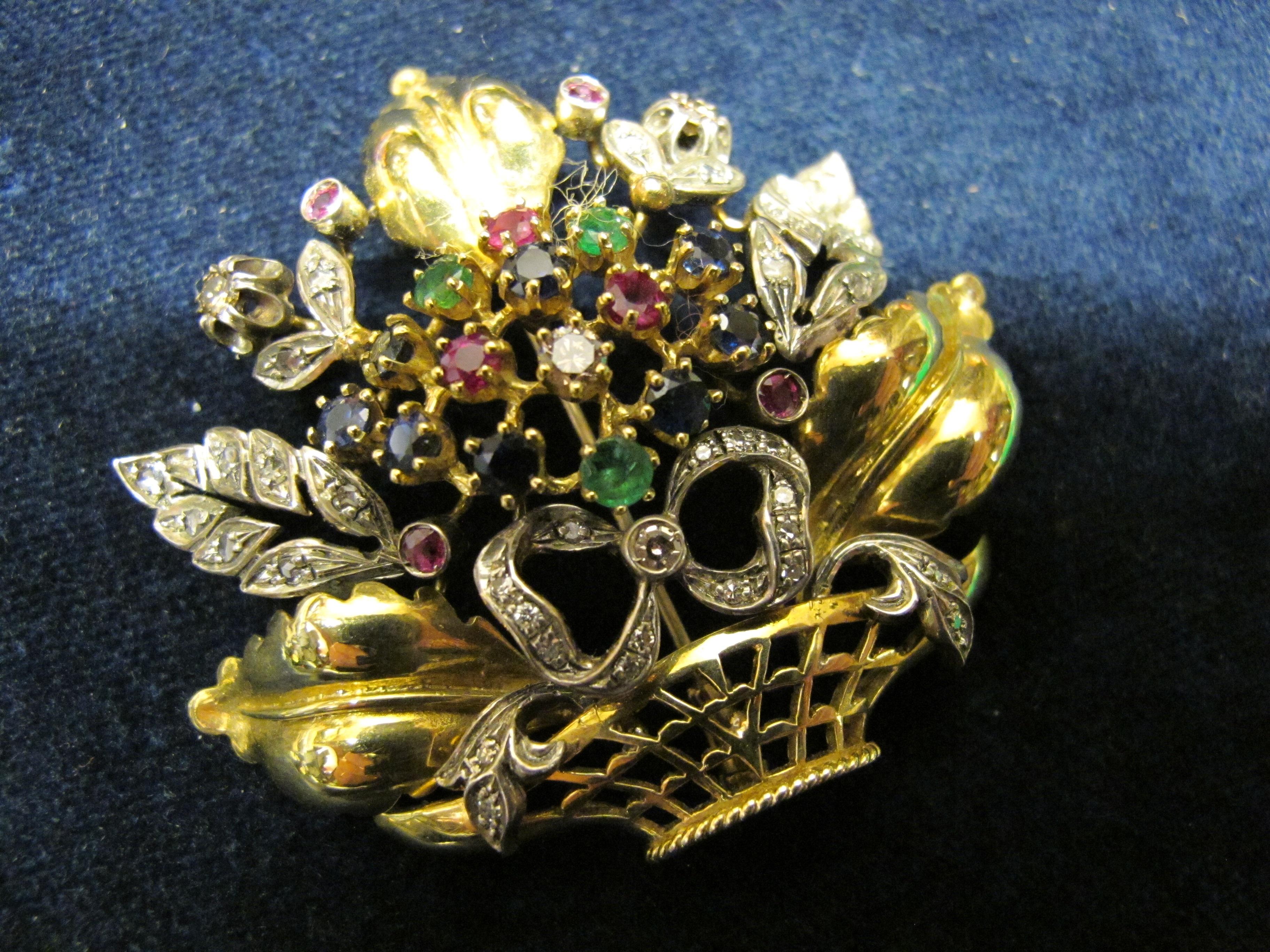 spilla in oro giallo a cestino fiori e pietre varie